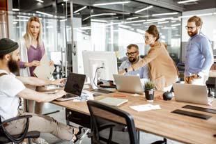 Entenda como funciona o espaço colaborativo coworking